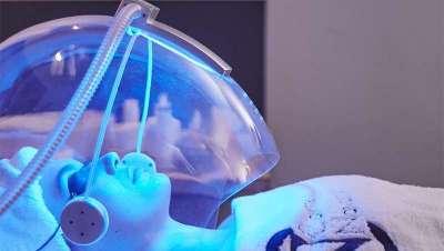 Bolhas de oxigénio para um rosto de famosa, como Jennifer Aniston e Victoria Beckham