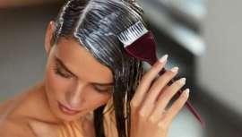 Valeria Costa, terapeuta capilar, explica que la salud de nuestro pelo se puede poner en peligro si recurrimos a los tintes caseros, puesto que su formulación nos se adapta a todos los cabellos y no están supervisados por un profesional peluquero