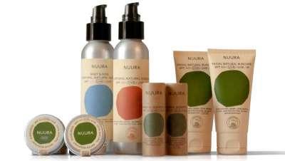 Con los solares orgánicos y sostenibles de Nuura proteges la piel y también el planeta