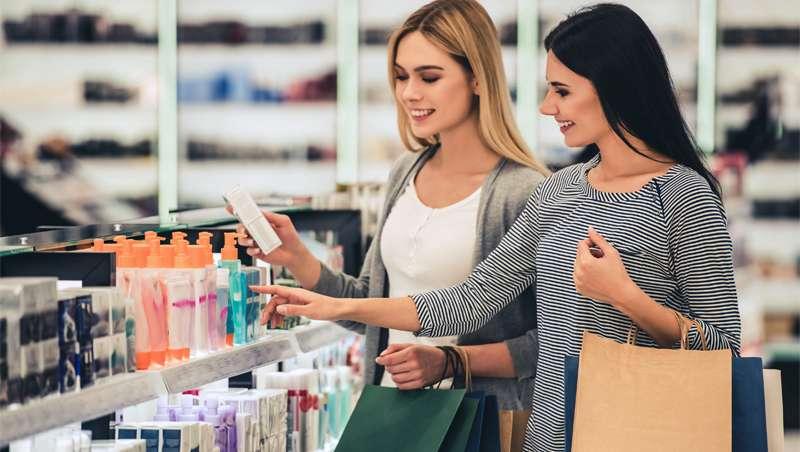Caen las ventas en línea tras la reapertura del comercio en Reino Unido