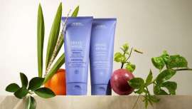 Champú y acondicionador que reviven el color con pigmentos ricos en violetas, mientras que los aceites de açai y fruta de la pasión ayudan a nutrir, hidratar y acondicionar el cabello sobreprocesado