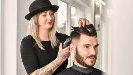 Um novo hit na tecnologia do cabeleireiro moderno. Para transições perfeitos que facilitam os melhores e mais pessoais cortes de cabelo. Com Moser, tudo são vantagens, garantia e múltiplas prestações