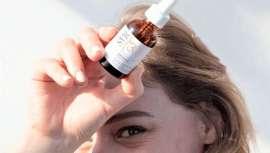 Este sérum anti-UV corrige arrugas y manchas, actuando además contra el estrés oxidativo y la contaminación
