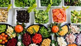 A punto de llegar el verano, hombres y mujeres obsesionados por los kilos de más, que este último año suman más de lo habitual a causa de la pandemia, comienzan la carrera de las dietas. Pero, ¿sabemos cómo hacerlas?