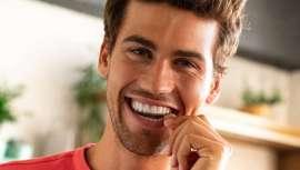 Descubre el tratamiento que arrasa entre las celebrities para lucir una sonrisa 10. Raquel Bollo y Laura Fa e influencers como Pablo Castellano ya han confiado en el equipo de expertos de Impress para mejorar su sonrisa