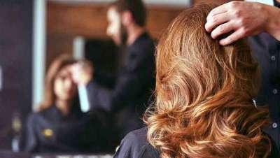 Los estadounidenses recurren a la peluquería y la belleza en busca de nuevas carreras a causa de la Covid