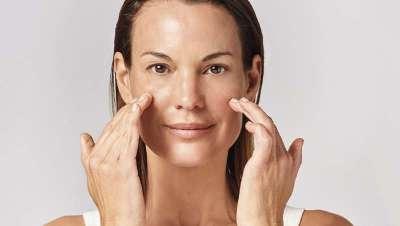 Cinco ejercicios para rejuvenecer y liberar el estrés de tu piel