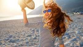 Desde Maison Eduardo Sánchez nos recuerdan que proteger nuestro pelo de los excesos de sol, sal y cloro de las piscinas es imprescindible para salvaguardar nuestra melena de la época estival