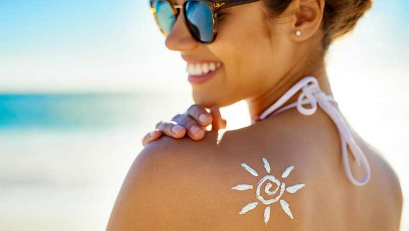 Benzeno cancerígeno detetado em 78 produtos de proteção solar e aftersun