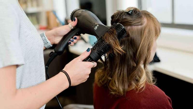 França perde mais de 2.000 postos de trabalho em cabeleireiro e beleza