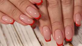 La manicura francesa arcoíris, el divertido y alegre nail art del verano