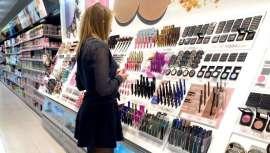Maquillaje y fragancias, las categorías más afectadas. Mientras los productos de cuidado personal aguantaron mejor. Aunque existen algunas diferencias según países