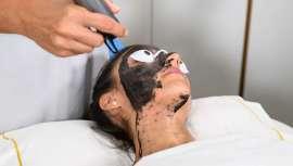 Carbon Peel es un tratamiento que limpia el poro, unifica el tono y aporta luminosidad de manera instantánea para una piel completamente renovada este otoño