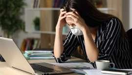 La depresión posvacacional se manifiesta en forma de tristeza, cansancio, apatía, irritabilidad, malestar general, inapetencia, alteración del sueño, falta de adaptación y ansiedad
