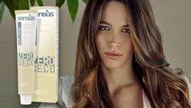 Aclara hasta 5 niveles en el cabello natural (7 con una fuente de calor) y hasta 3 niveles el cabello teñido cosméticamente