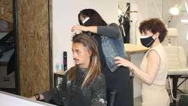 La peluquera cuenta con una dilatada carrera como experta en peluquería masculina, aportando una perspectiva diferente y original del hombre