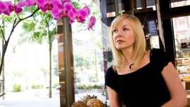 Directora de Formación de Spa's Aveda España, Krista Kiley no solo dirige, sino que también enseña, una labor que le da muchas satisfacciones.