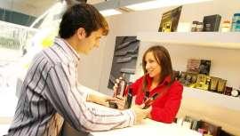 El cliente busca constantemente un mejor servicio, y si el personal que le atiende no le proporciona ese servicio, el cliente simplemente se va a otro lugar. ¿Por qué en el mundo de los negocios debemos suponer que el cliente siempre tiene razón?