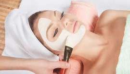 El Antiaging Glowing Beauty, de antiaging group barcelona, combina la toxina botulínica y el ácido hialurónico para eliminar las arrugas del rostro en una sola sesión. Para estar perfectas estas Navidades