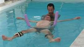 Se trata de un masaje japonés que se aplica en una piscina de agua templada. Entre sus beneficios destaca la mejora del equilibrio físico y mental tanto en personas adultas como en bebés y durante el embarazo