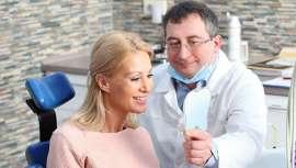 Las encías o la mucosa bucal pueden verse afectadas en este delicado periodo, lo que en ocasiones hace necesarios implantes bucales e incluso cirugía