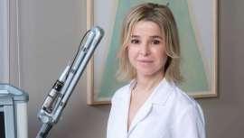 La Dra. Adriana Ribé es médico especialista en dermatopatología y láser y directora de la clínica Ribe Clinic. La entrevistamos para que nos acerque un poco más al mundo del lipolaser