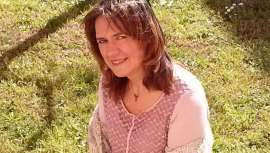 Esther Martí: 'Los libros de peluquería te enseñan a hacer un tinte, pero no te explican los contras que tiene ser peluquero'