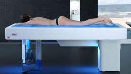 Una experiencia única que permite al cliente flotar en un abrazo de agua caliente para abrir cuerpo y mente a la relajación