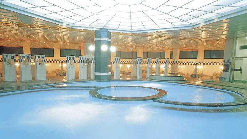 piscina en balneario termal