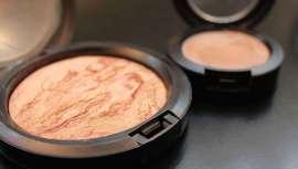 ¿Los maquillajes caducan? La fecha aproximada de vencimiento de los productos de maquillaje depende de ciertos factores externos como la higiene, el clima y la calidad del fabricante.