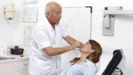 La mamoplastia o cirugía de aumento de mamas es la primera intervención estética. Así se desprende del informe de la Sociedad Española de Cirugía Plástica, Reparadora y Estética. Con el doctor Tapia hablamos sobre las últimas tendencias y novedades