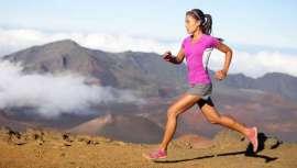 La práctica habitual de este deporte genera efectos adversos sobre el rostro. A las inclemencias del tiempo y la contaminación del entorno se suma la pérdida de grasa facial. La piel de los runners precisa tratamientos específicos