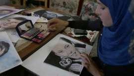 Julud Dosoqi, de 23 años, se sirve de lápices de ojos y pintalabios para denunciar el día a día del pueblo palestino. La pintora dibuja retratos con esta técnica inusual. Como el del bebé Ali Dawabshe, asesinado en la aldea cisjordana de Duma
