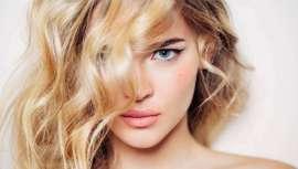 La técnica permite definir, corregir imperfecciones y sacar partido a los rasgos faciales sirviéndose del color del cabello. El estilista juega con diferentes tonos creando luces y sombras a medida, en función del rostro femenino