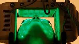 Se trata de un equipo diseñado específicamente para realizar tratamientos de estética facial integral, en base a fototerapia y fotoporación, en acción combinada con productos cosméticos