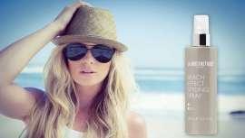 Este spray de sal marina facilita un estilo desenfadado, típico de los días de sol y playa. El resutado es un pelo con textura, cuerpo y acabado mate