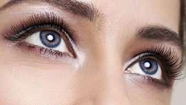 Ojos violetas, azul intenso o verde turquesa. Ahora, si no te gusta el color de tus ojos, puedes cambiarlos