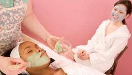 Esta técnica trata de aplicar diferentes tipos de mascarillas faciales al mismo tiempo, con el objetivo de tratar cada zona de la cara de manera personalizada