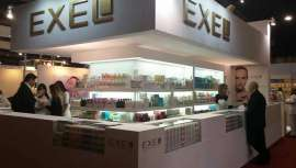 La firma argentina de cosmética inaugura el proyecto en el continente con una filial en Barcelona y la construcción de un centro logístico de operaciones cerca de Girona