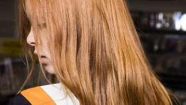 La directora creativa de Antonieta Beenders preparó unos peinados diferentes para la presentación de la colección Pre-Fall, a principios de este año, con el nuevo champú en seco Shampooing sec Aveda Shampure Dry Shampooe