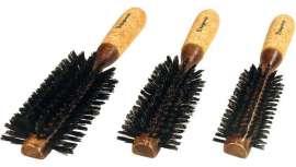 La gama Barber Shop, creada por la firma, recupera estos cepillos clásicos cuyos mechones se disponen en forma de media circunferencia, o la mitad de los mismos