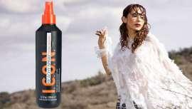 Contiene ingredientes revitalizantes que generan esa sensación de agua salada sobre el cabello húmedo. Este espray da juego y aporta una textura flexible. La melena gana en flexibilidad y cuerpo