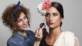 María empieza su carrera trabajando para importantes peluquerías y firmas de maquillaje. Da el salto al introducirse en el mundo de la belleza y la moda, para pasarelas, televisión y teatro. Dirige la Agencia y Escuela de maquillaje Mery Make Up
