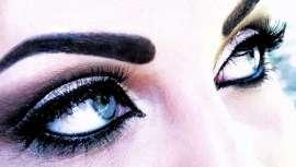 Paris Berlin Maquillage Professionnel presenta Les Pépites, polvos nacarados ultrafinos que resaltan rostro y cuerpo. Hay cinco tonos de efectos reflejo