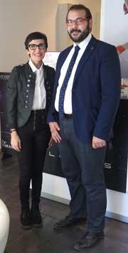 David Boté Paz, alcalde de Mataró, visita el salón de peluquería Felicitas Hair, primera mujer española que participará en el Alternative Hair Show