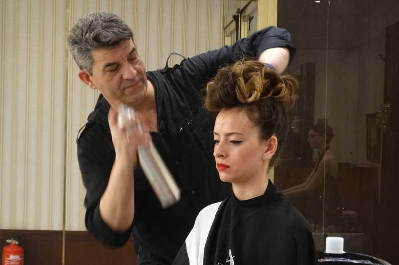 Manuel Lazo's presenta su curso de recogidos en Barcelona Beauty School