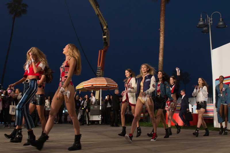 Eugene Souleiman crea los looks del sorprendente desfile de Tommy Hilfiger P-17 en Los Ángeles