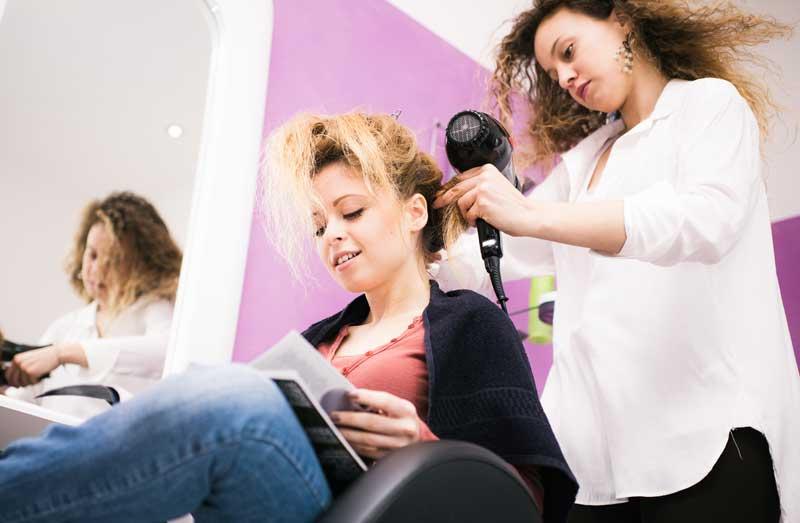 Fatiga y lesión laboral, asignatura pendiente en la peluquería