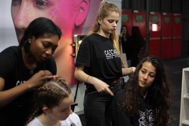 Cómo cuidar y proteger el cabello de la sobreexposición solar - Cazcarra Image Group
