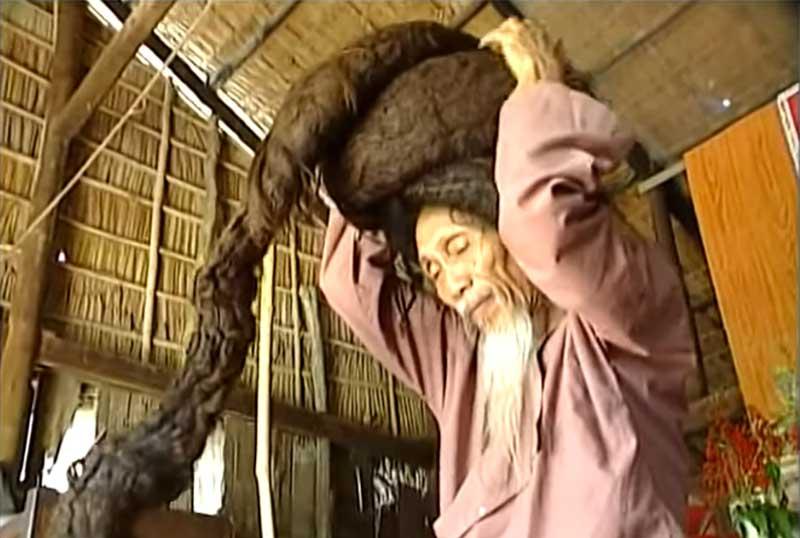 ran Van Hay, un vietnamita que no se cortó el pelo durante 50 años